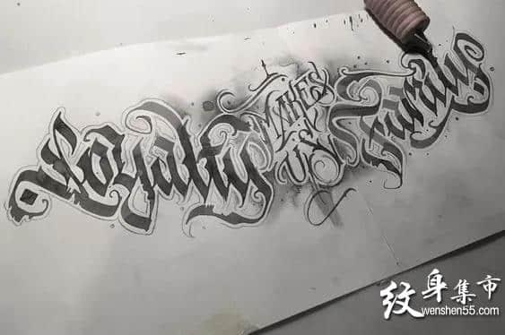 胸口花体字,胸口花体字纹身,胸口花体字纹身手稿图案