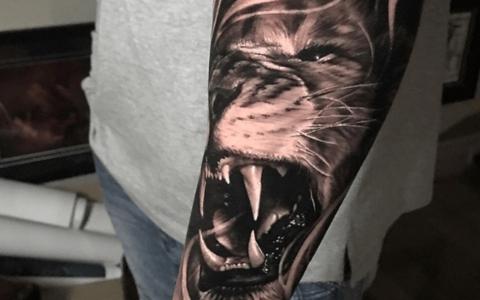 黑灰写实纹身手稿图案