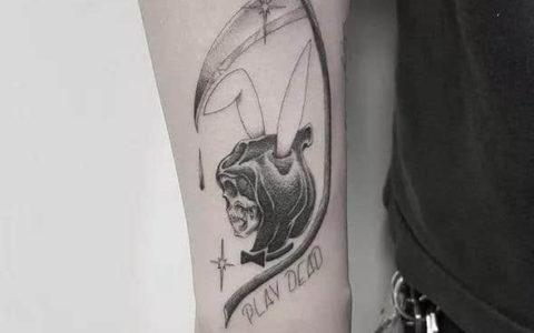 黑灰点刺纹身手稿图案